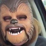 El increíble éxito de una madre con una máscara de Chewbacca